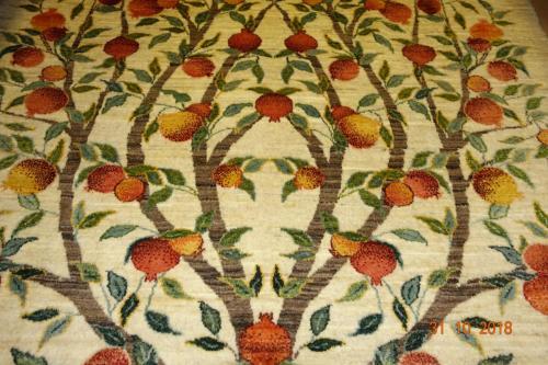Närmare bild på Shekarlo mattan lammull 100% växtfärg