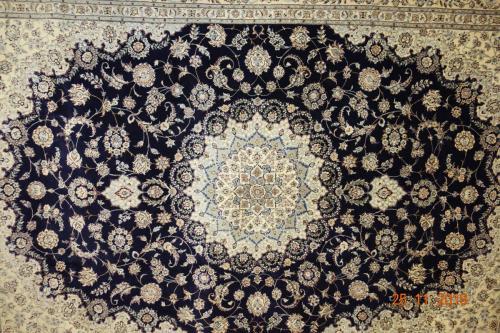 En super Nain 6 trådig,lammull, Silkesinslag ca 250x350 cm Fantastisk matta.